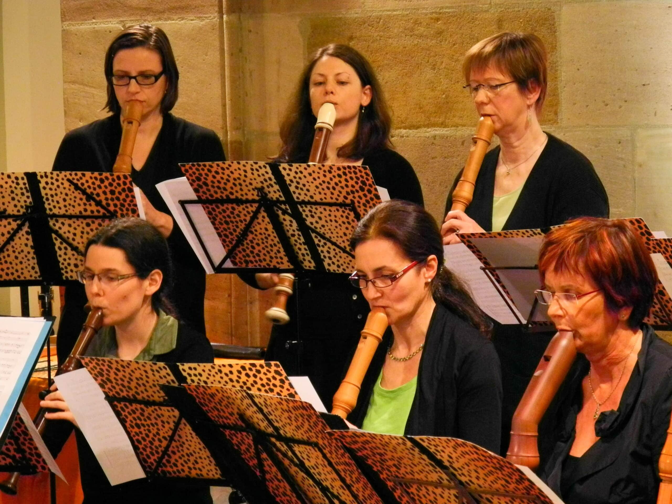 Musikerinnen im Erlanger Blockfloetenorchester EBO (Ltg. Anne Pape)