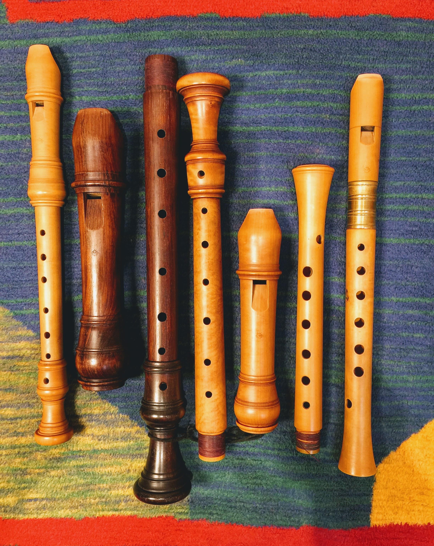 Vier auseinander gebaute Blockflöten von Gerd Melchers