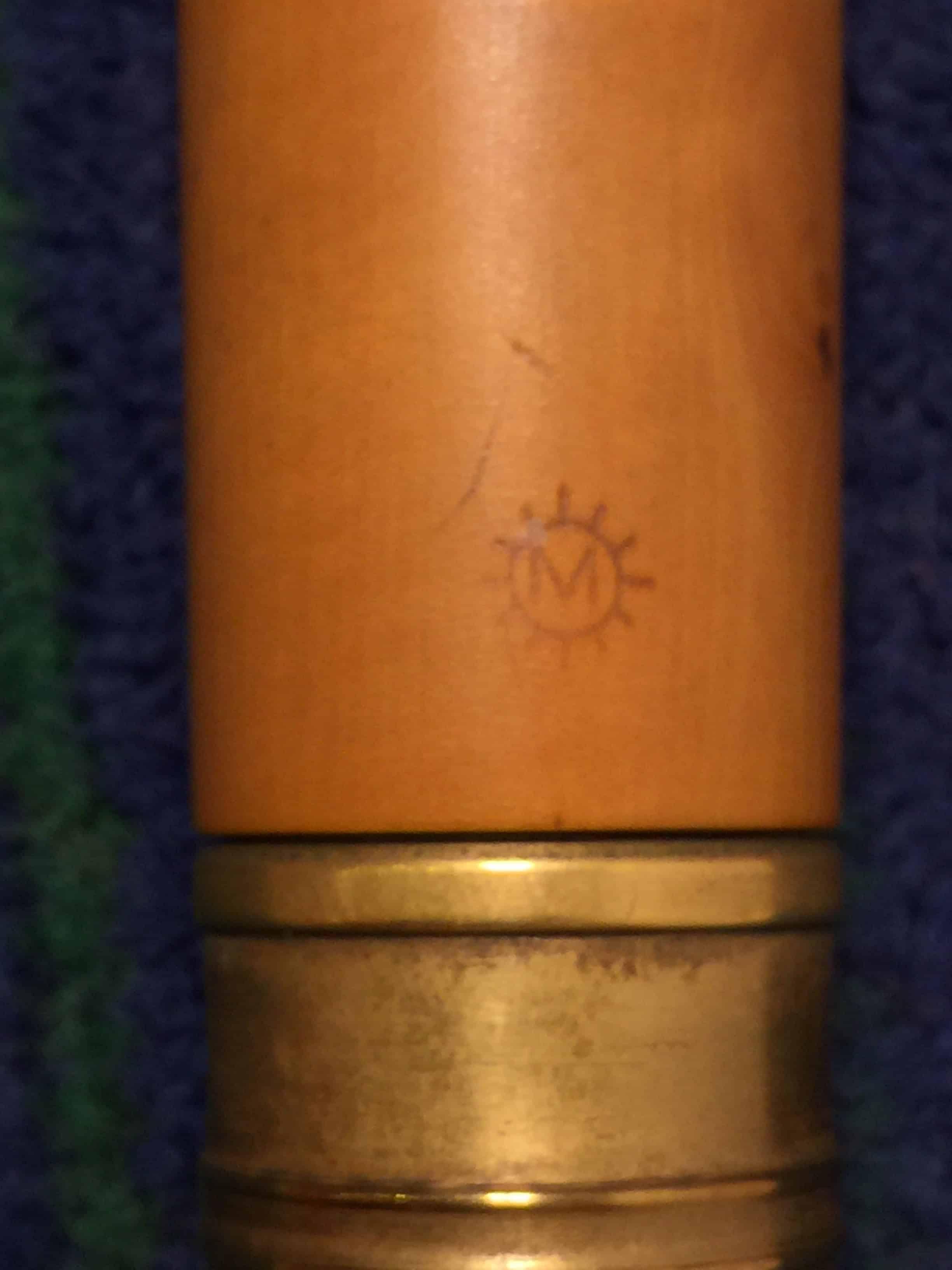 Ein M in Sonnenstarhlen, Logo des Flötenbaumeisters Gerd Melcher